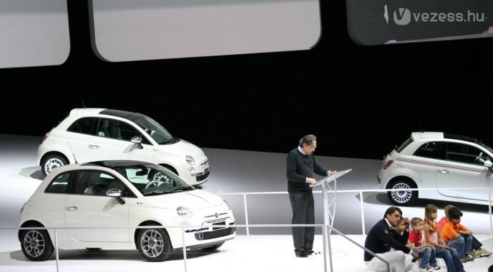 A Fiat 500-ast is fehérben muatatták be