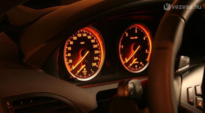 Kifekszik az óra, ha él a motor