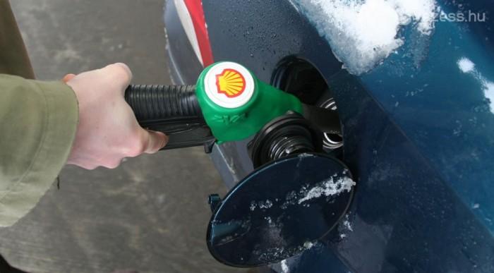 Benzines, kézi váltós autókkal mértünk