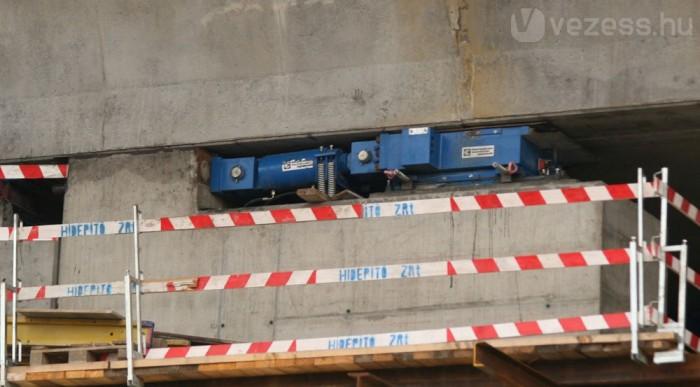 Ez mozgatja a betonszerkezetet
