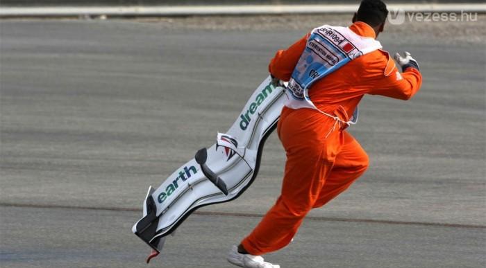 Coulthard elintézte Buttont