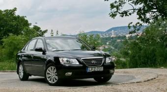 Hyundai Sonata: Ütne, de nem hagyják