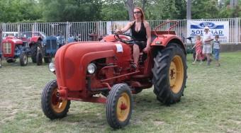 Menyecskék, sörhasak, traktorok