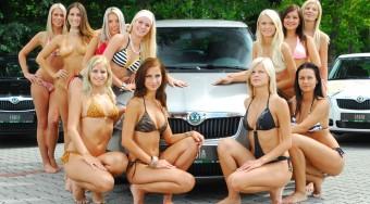 Miss Balaton autót vezet