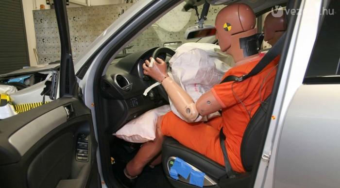 Autóban, párnák közt nem meghalni