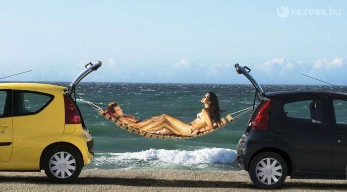 Remekel a Peugeot 107, rokonaival együtt