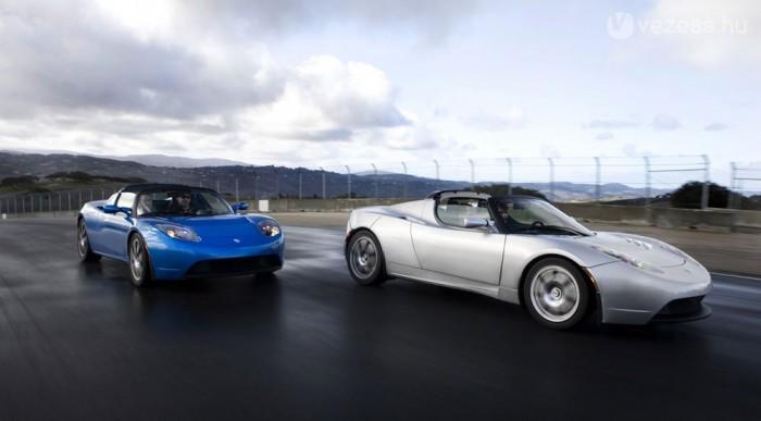 3,9 s alatt százon van a Tesla Roadster. Az áramot laptopakkuk biztostják
