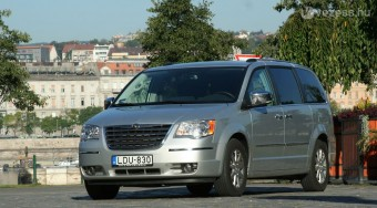 Chrysler Voyager: Acélbálna