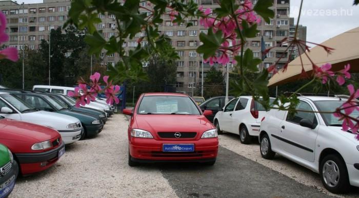 Autóra és motorra is adnak hitelt, a kocsikra nincs korhatár