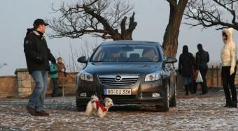 Opel Insignia - Teher alatt