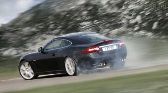 500 lovas modellek a Jaguartól