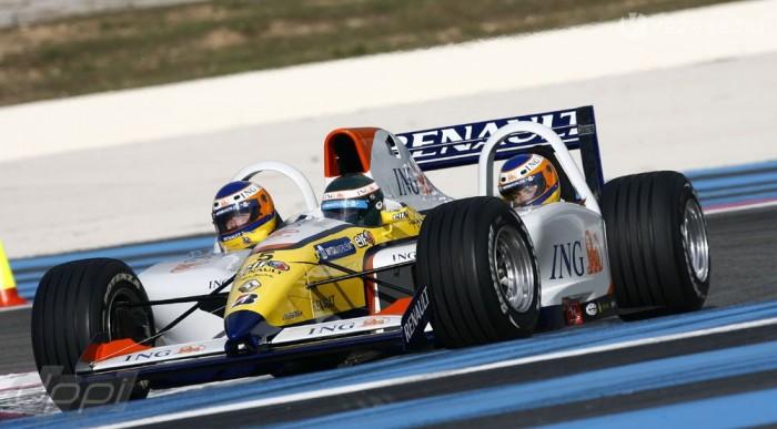 A Renault-ba csak hárman férnek