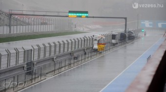 F1: Leszakadt az ég a teszten
