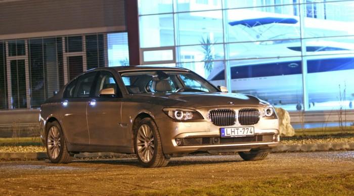 Kódjele: F01. Bizony, a BMW kifogyott a számokból, az E sorozat után új kódbetűt kezdett (az E99 egy 2012-ben debütáló modell lesz)