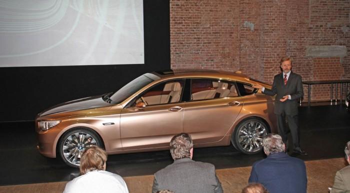 A BMW az 5 GT-vel pótolja az egyterűt