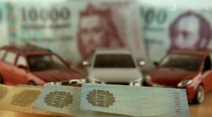 Hamarosan nőnek az autóárak, mert gyenge a forint, a kormány áfát kíván emelni és elfogynak a beragadt készletek