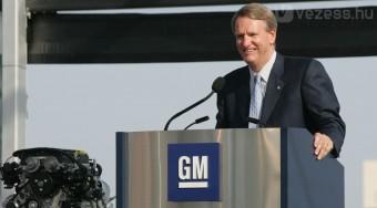 Mennie kell a GM vezérének