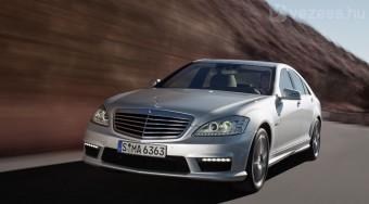 60 milliós luxussportkocsi a Mercedestől