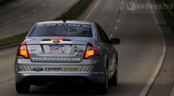 Úton a 3 litert fogyasztó Ford