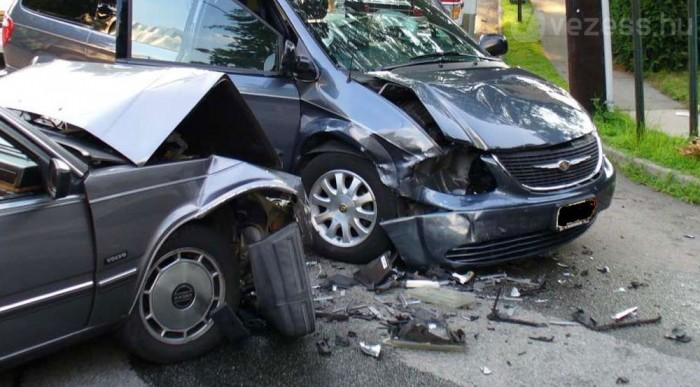 Túl sokan halnak meg autóbalesetben
