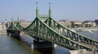 Lassan kész a Szabadság híd
