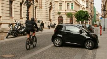 Toyota iQ: Ami a smartból kimaradt