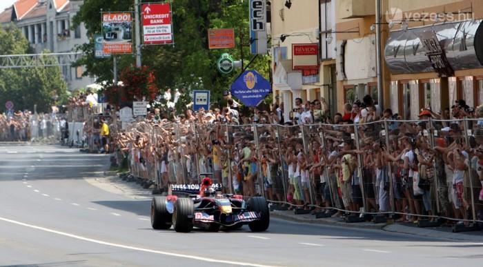 Újra magyar utcákon a Red Bull-járgányok