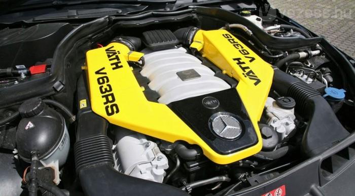 585 lóerős V8-as
