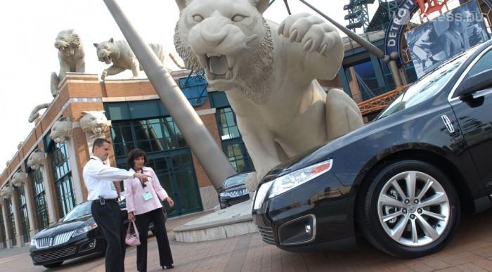 A világ 1. autópiaca, Kínával versenyben