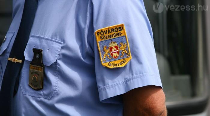 Rendőrnek látszó ellenőr