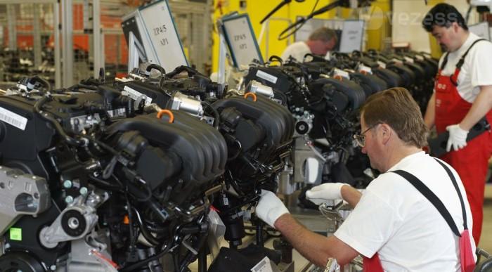 12 hengeres motorok is készülnek