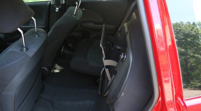 Felhajtható a hátsó ülőlap