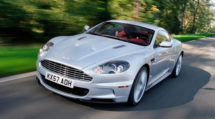 A sportautóktól kapja az orrát és az anyagokat. A képen egy Aston Martin DBS