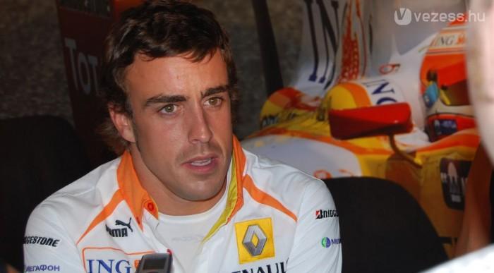 Alonso a Ferrariról (nem) magyaráz