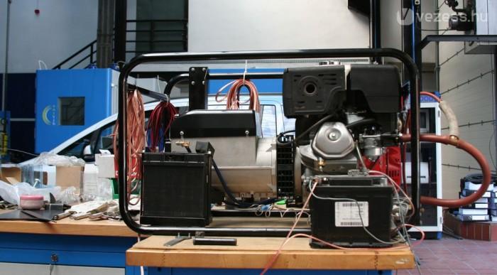 Hátul lesz az aggregátor. 2,7 litert fogyaszt óránként a 400-as motor
