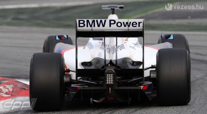 Fél lábbal sem maradnak az F1-ben