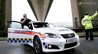 Luxussportkocsi rendőröknek