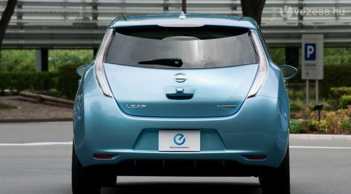 Ötajtós és ötszemélyes a Nissan
