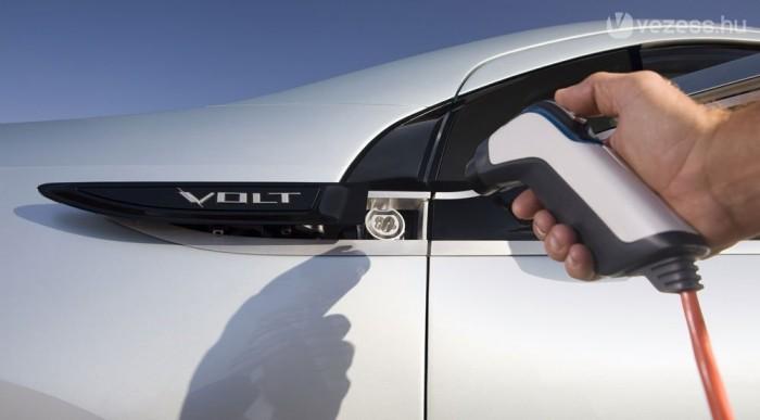 65 kilométer után tölteni kell a Chevyt vagy bekapcsol a hatótáv-meghosszabbító motor (range extender)