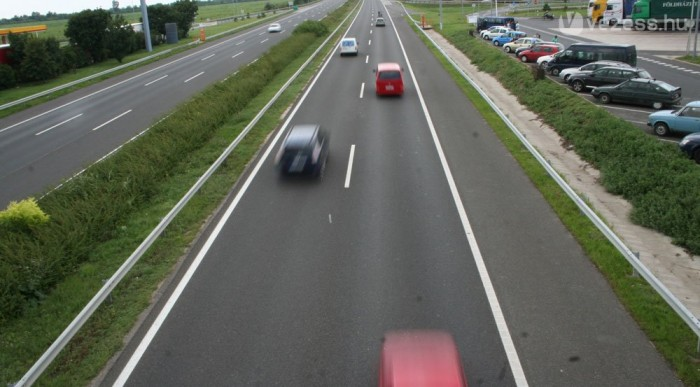 Ha nincs baleset, az autópálya nyer, de ezt nem tudni előre