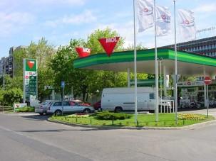 Szerdától olcsóbb a benzin