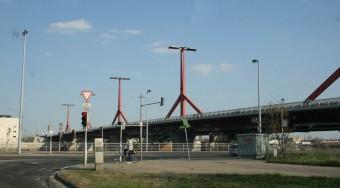Lezárás a Lágymányosi hídon