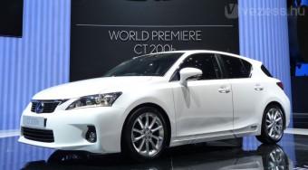 Hibrid Lexus az új magyar autó ellen
