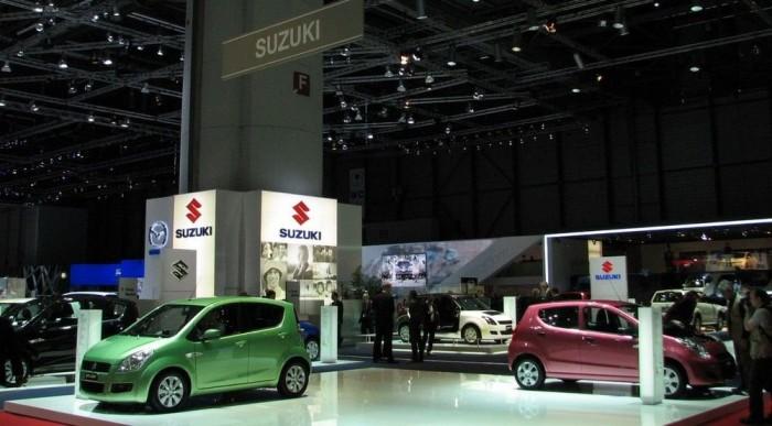 A Suzuki standja. Figyeljék a nyüzsgést!