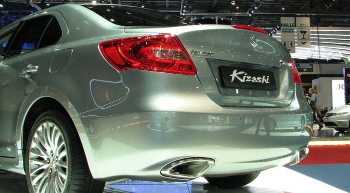Dupla kipufogó: a Kizashi 2,4 literes benzinmotorral nyit