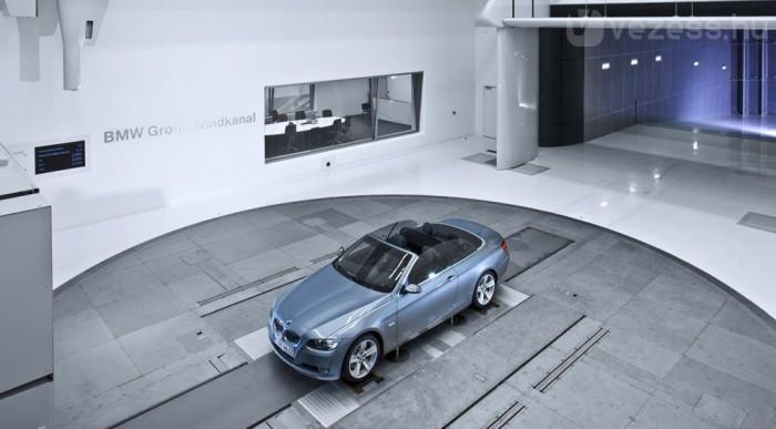 Ez a nagyobbik laboratórium, teljes méretű autóknak