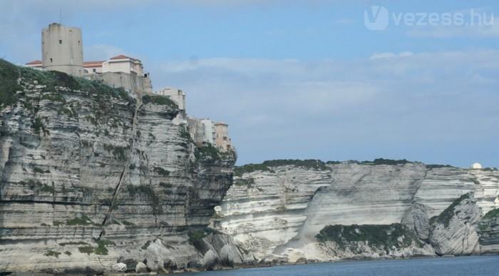 Korzika nagy része gránit, a mészkőfal nemcsak szép, de ritka is arrafelé