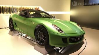 Öt év múlva jön a hibrid Ferrari