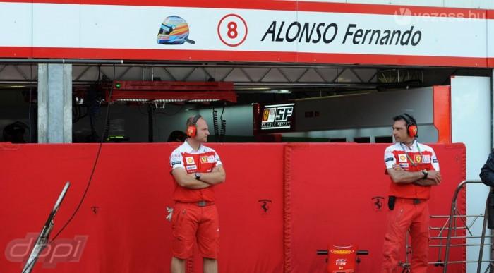 Alonso garázsában már javában szereltek