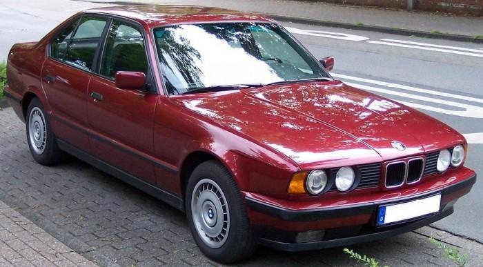 Igen nagy értékű E34-es 525i BMW, akár negyedmillió forint is kell egy-egy példányhoz. És félmillió is egy jóhoz!